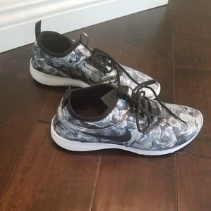 Nike Floral Juvenate sneakers